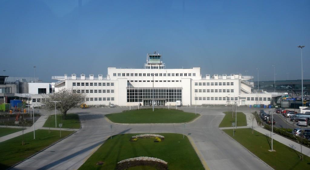 Dublin_Airport_1940_terminal_building