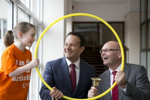 Fírinne ní Dhálaigh (aged 7), Minister for Health Leo Varadkar and John Church, CEO of Arthritis Ireland.